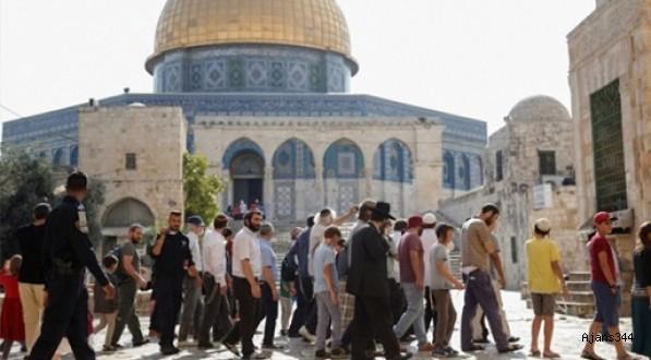 Yahudiler Mescid-i Aksaya baskın düzenledi