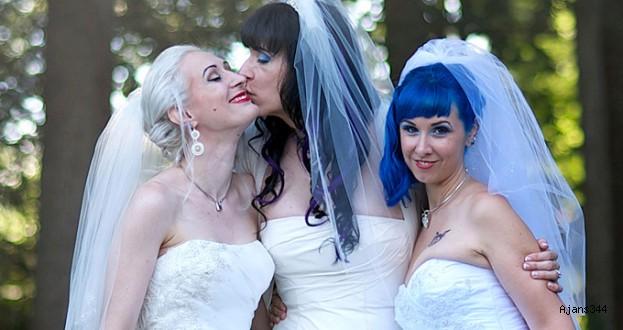 3 Lezbiyen Kadın Birbirleriyle Evlendi