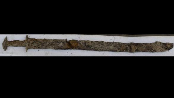8 Yaşındaki Kız Çocuğu, Şans Eseri 1500 Yıllık Bir Kılıç Buldu