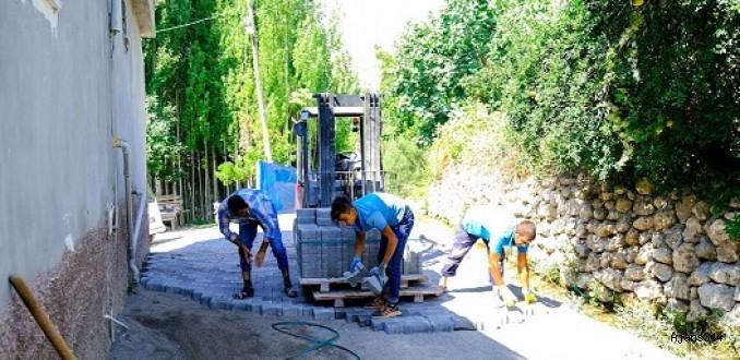 Ayaklıcaoluk ve Küçük Nacar mahallelerinde parke çalışması
