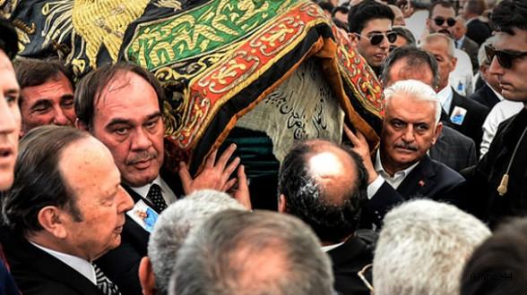 Erdoğan Demirören toprağa verildi
