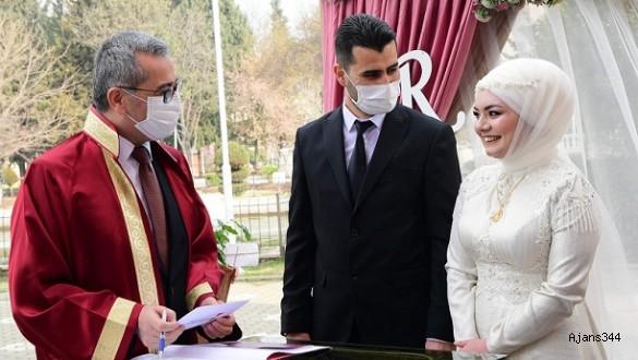 Gazeteci ve Yazar Keklik, evliliğe ilk adımını attı