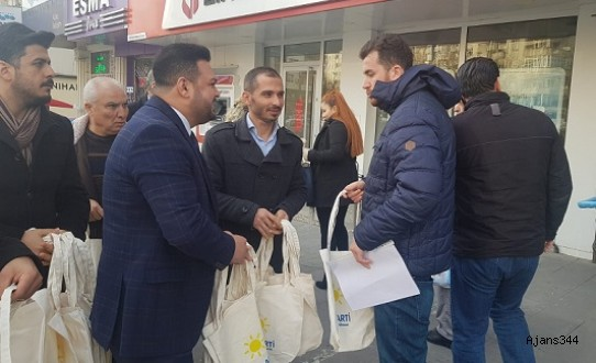İYİ PARTİ KAHRAMANMARAŞ'TA BEZ ÇANTA DAĞITTI