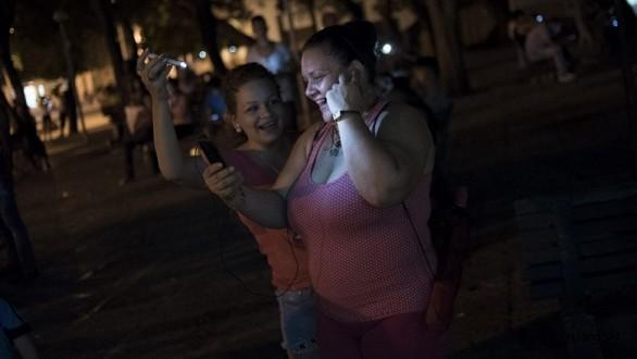 Küba'da sınırsız internet dönemi başlıyor