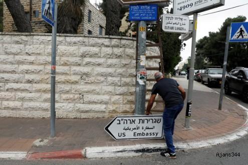 Kudüs'te ABD büyükelçiliği tabelaları asılıyor!