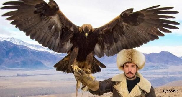 Kuşların peşinde dünyayı geziyor