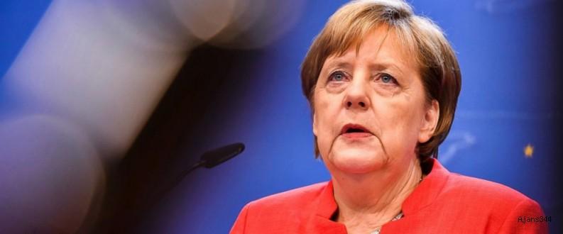 Merkel Türkiye'yi övdü
