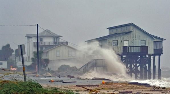 Michael Kasırgası ABD'yi etkisi altına almaya başladı