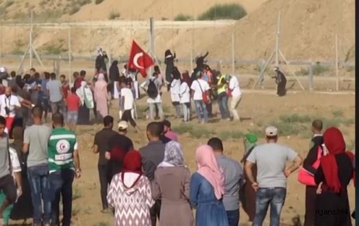 Türk bayrağı taşıyan Filistinli genç vuruldu